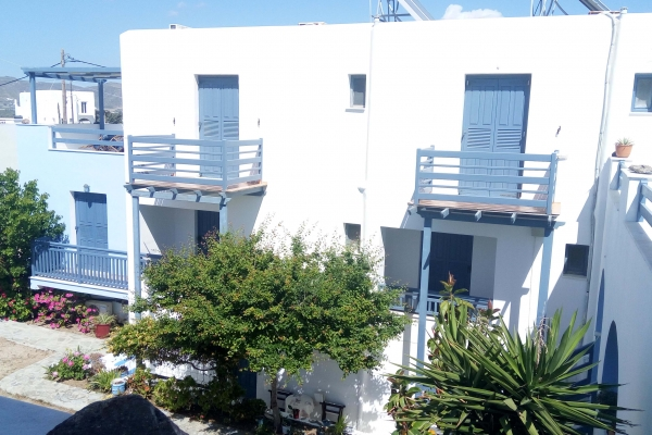 blue-and-white-naxos-agia-anna-main-6500AB74D-4276-CB01-3A10-F3BED56EB796.jpg